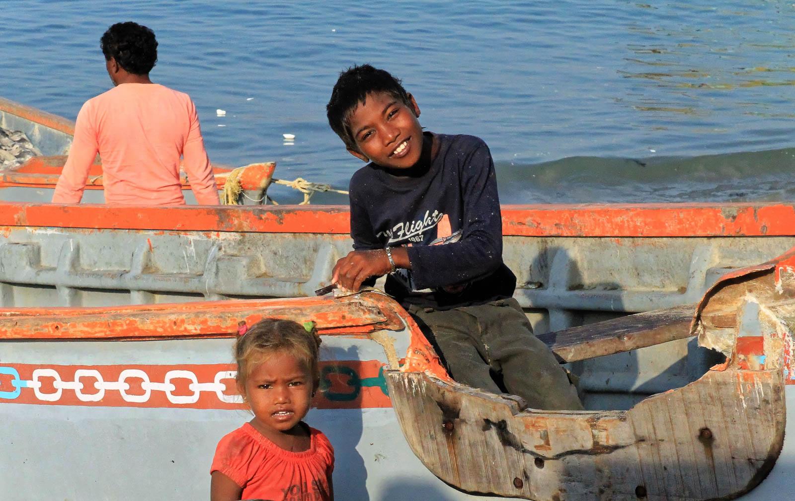 1102_Dwarka-fishermen-12.jpg
