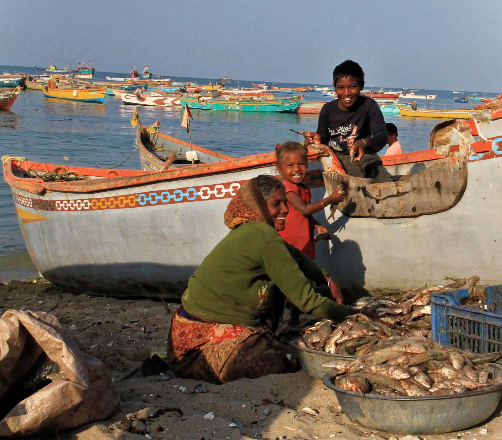 1102_Dwarka-fishermen-9.jpg