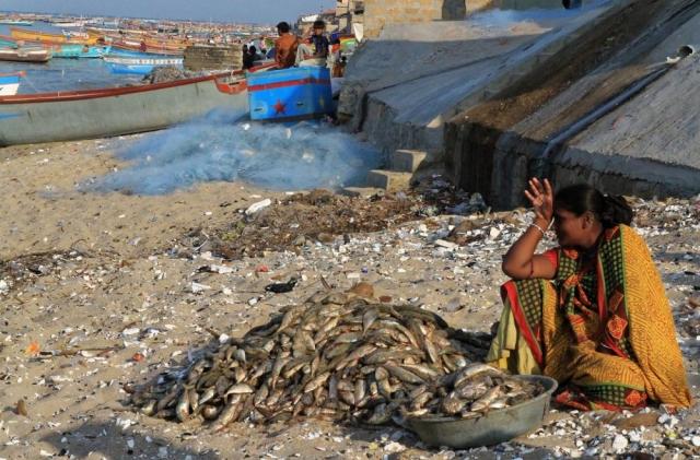1102_Dwarka-fishermen-10.jpg