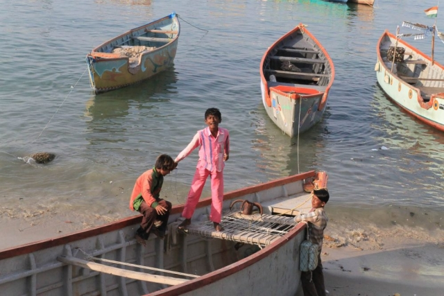 1102_Dwarka-fishermen-18.jpg